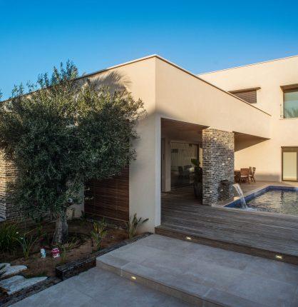 עיצוב בית בסגנון מודרני חם SH